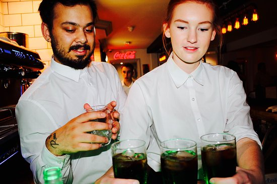 Haverhill, UK: Waitress service in The Lounge so you can truly relax