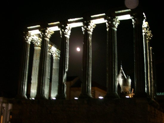 Templo Romano de Évora (Templo de Diana): Veduta notturna del Tempio di Diana
