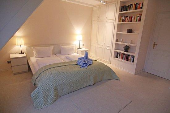 Ferienhaus Schlafzimmer Beispiel - Bild von C - A Ferienwohungen ...