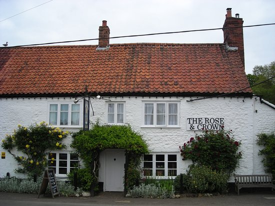 Snettisham, UK: Front aspect of The Rose & Ceown