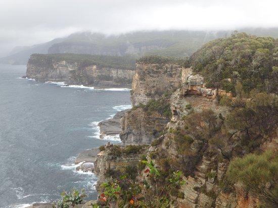 Eaglehawk Neck, Australia: Rocky coastline