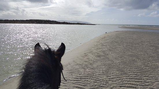 Moycullen, Ierland: lite sol tittade fram också! helt magiska vidder!