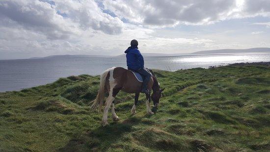 Moycullen, Ierland: utsikten från en av klipporna.