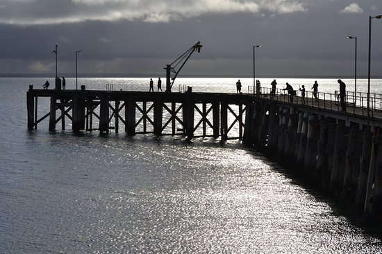 Point Turton, Australia: Jetty right out the front of pour van site, people didn't stop passing by to fish off the jetty.