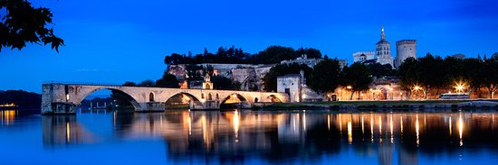 Saint-Genouph, Francia: Avignon (Provence) : one of our many destinations