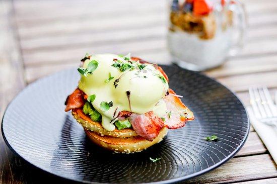 Heidelberg, Australië: Bacon Bagel with smashed avo