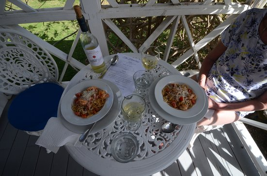 Nevis: Spaghetti and shrimps on the terrace