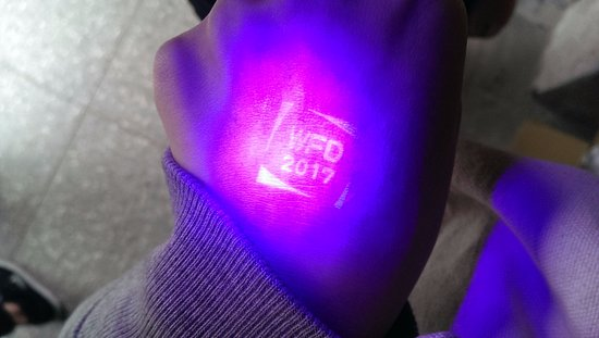 Huashan 1914 Creative Park: 這次展覽蓋的手章是透明的~要照紫外線才可以看見