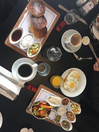 "Cafe De Paris: ""healthy breakfast"" and pancakes"