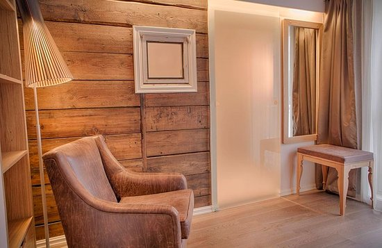 Grand Hotel Egersund: The rooms are modern, but historic elements are preserved into modern furniture and decorations.
