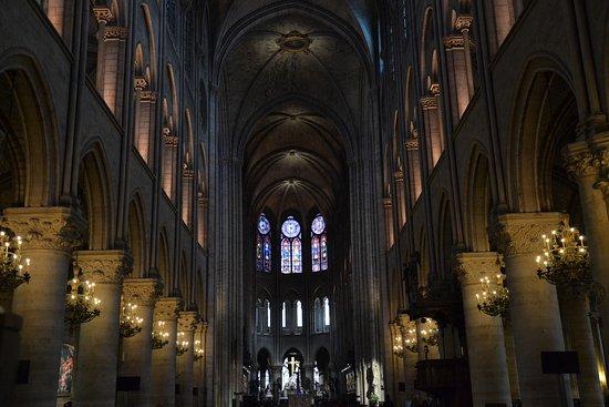 l 39 int rieur de la cath drale picture of tours de la cathedrale notre dame paris tripadvisor. Black Bedroom Furniture Sets. Home Design Ideas