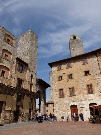 Piazza della Cisterna: piazza