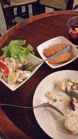 Cool Breeze Cafe Bar : ensaladilla russa,mejllones y sangria