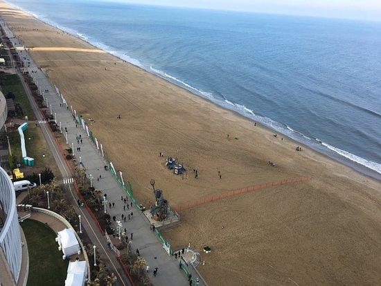 Hilton Virginia Beach Oceanfront: Fantastic oceanfront views and rooms!