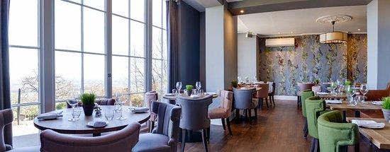 Malvern Wells, UK: Stunning interiors with panoramic Cotswolds views