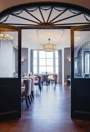 Malvern Wells, UK: Original Georgian features in the restaurant
