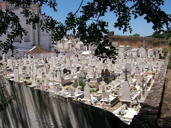 Vila Vicosa, Portugal: Annesso al castello c'è il cimitero della Città
