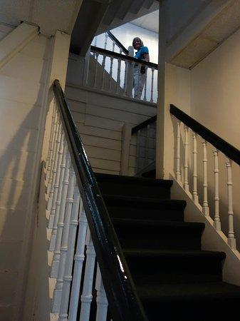 Hotel La Petite Maison : Timber stairs