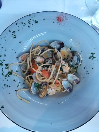 Montaione, Italia: Spaghetti profumati (vongole, gamberi, pomodori, basilico, peperoncino)