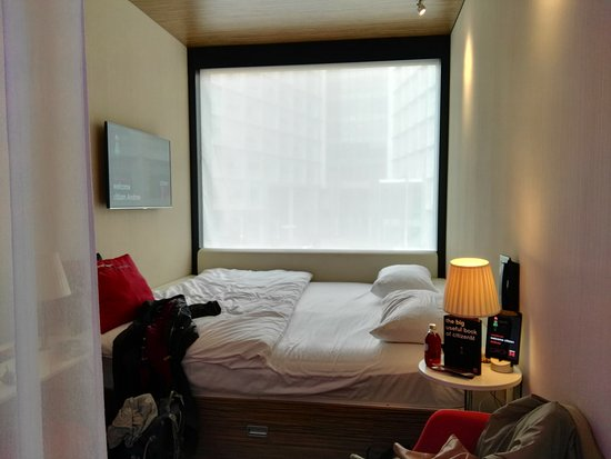 citizenM London Bankside: Room view of the bed