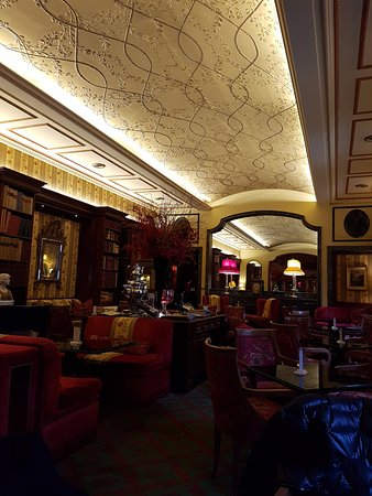 Hassler Bar: Inside the bar area