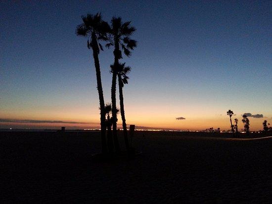 Seal Beach, Califórnia: sunset with view towards Long Beach