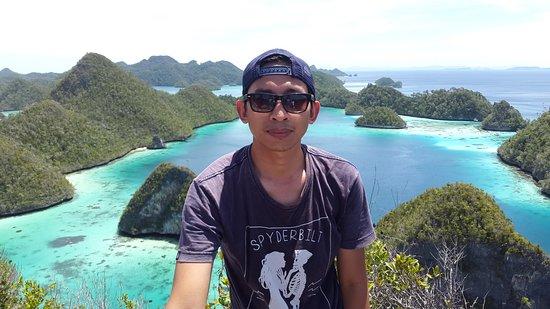 Ini foto kunjungan kedua ke Pulau Wayag. Masih tetap menakjubkan...