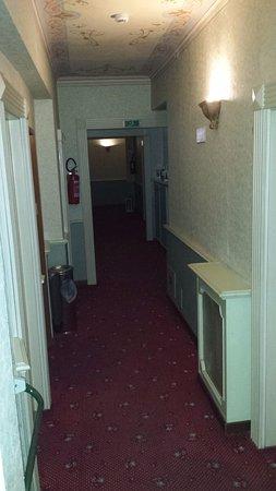 Hotel Camerlengo: corridoio camere