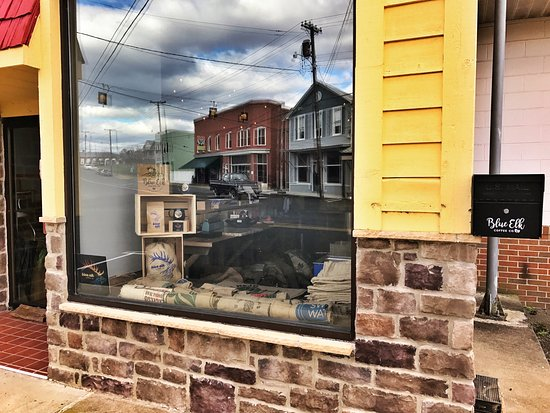 Elkton, VA: Trains and small town living paired with coffee roasted on site. Yum!