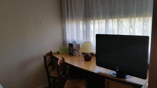Campanile Rodez : téléviseur Plat dans chaque chambre