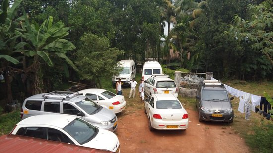 Aluva, อินเดีย: OUR VEHICLE PARKING