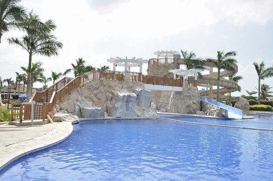 Aquaria Water Park: Giant slide.