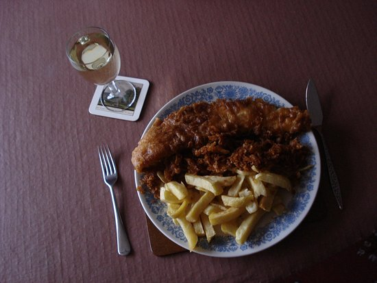 Horncastle, UK: Fish chips and scraps twice for less than £9