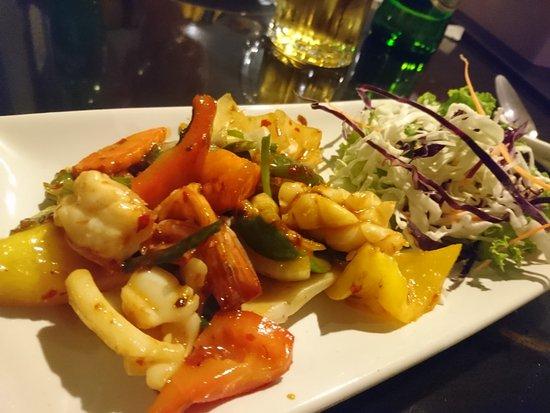 Racha Thewa, Thailand: Ravintolassa ihan ok ruoka. Ei ihan autenttisinta. 150bath