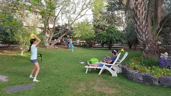 Galilea, Izrael: children having fun in the grounds