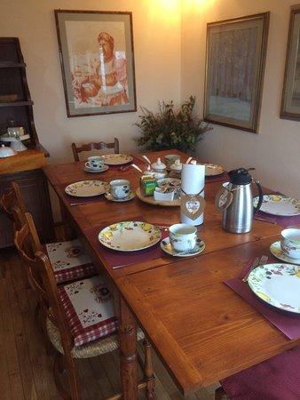 Abetone, Italia: La colazione e un dettaglio della stanza del B&b