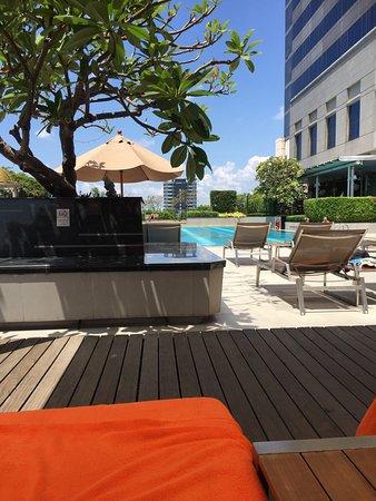 Pathumwan Princess Hotel: The impressive lobby and pool.