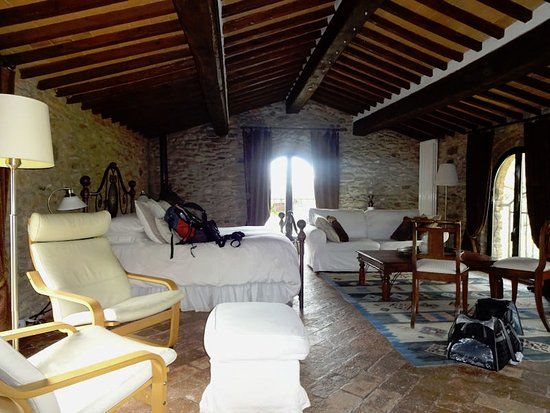 Calci, Italia: Our room, with windows on three sides