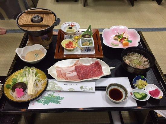 Tendo, Japan: 夕食です。豚と牛のしゃぶしゃぶがメイン。