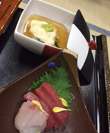 Tendo, Japan: お造りと蒸し物。
