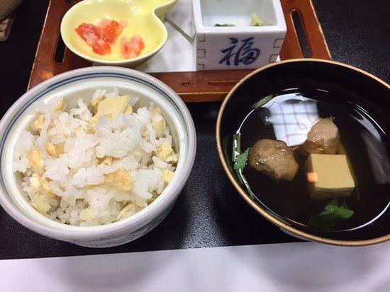 Tendo, Japan: 締めはたけのこご飯とお吸い物。最後にデザートもありましたよ。