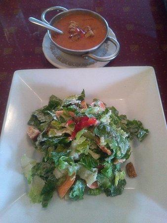 Palmyra, Пенсильвания: seafood soup and caesar salad