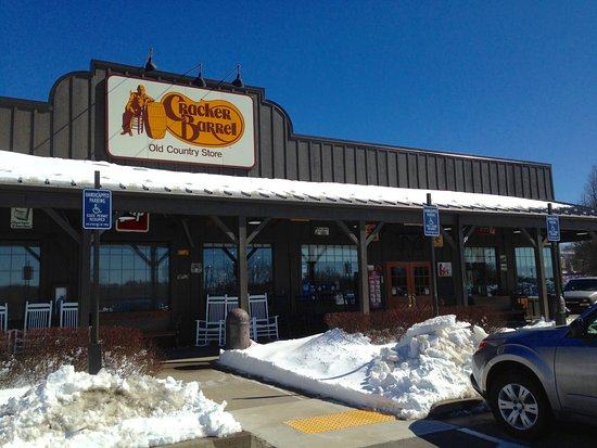 East Windsor, CT: Cracker Barrel - Entrance