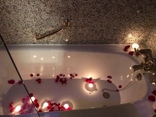 Egerton House Hotel: Romantic turndown in the BATH