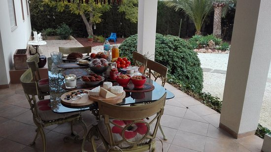 El Albir, Spain: Breakfast on the terrace.
