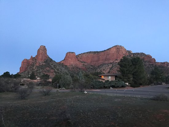 Sedona Village Lodge: View from room/parking lot