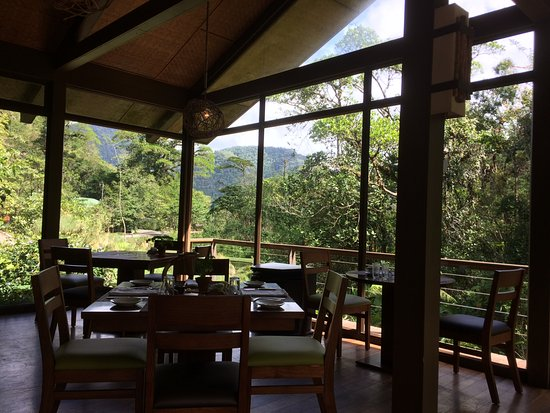El Silencio Lodge & Spa: Restaurant looking out one way