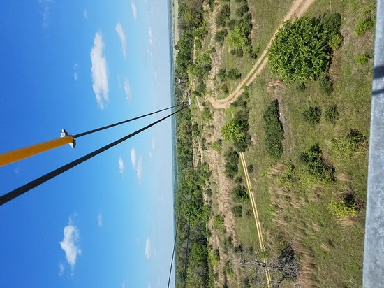 Cedar Creek, Teksas: Had an absolute blast on our Zip Lining tour with Diane and Heather. This was my second time doi