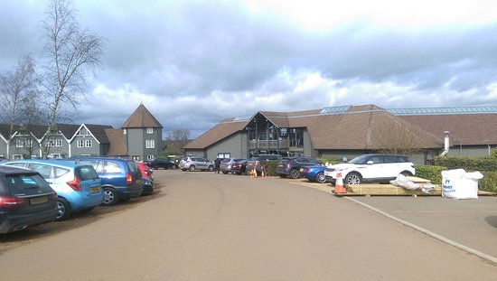 Overstone, UK: Main block with bar, health club and gym