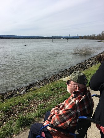 Vancouver, WA: Poppy loves the waterfront!